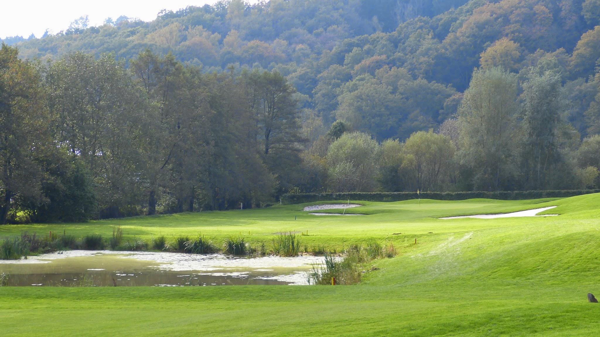 Golfplatz - Bahn13 (Wasserhindernis)